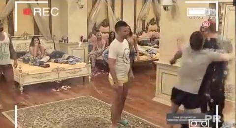 ŽESTOK OBRAČUN U PAROVIMA: Đus fizički nasrnuo na Marinkovića, obezbeđenje ih jedva razdvojilo! VIDEO