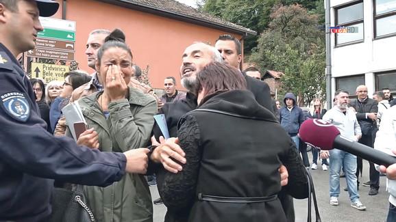 Porodica Milivojević bila je potpuno ophrvana bolom kaa je na prvom ročištu ugledala podršku direktora