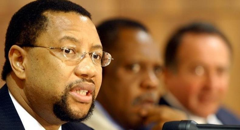 Phuthuma Nhleko (L), CEO of MTN group, addresses a news conference in a file photo. REUTERS/Aladin Abdel Naby