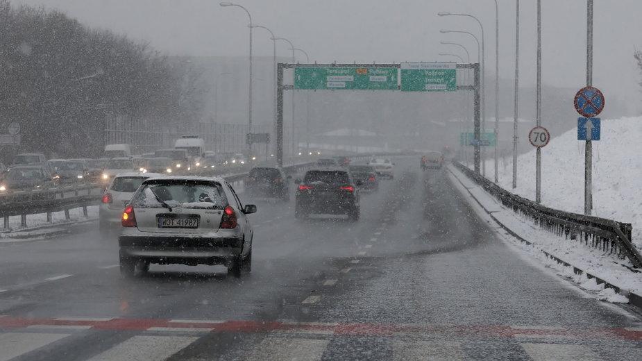 Opady śniegu utrudnią ruch w Warszawie? Zdjęcie wykonane 15.01.2020