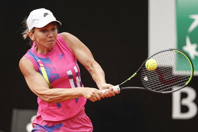 Simona Halep tokom rimskog finala sa Karolinom Pliškovom