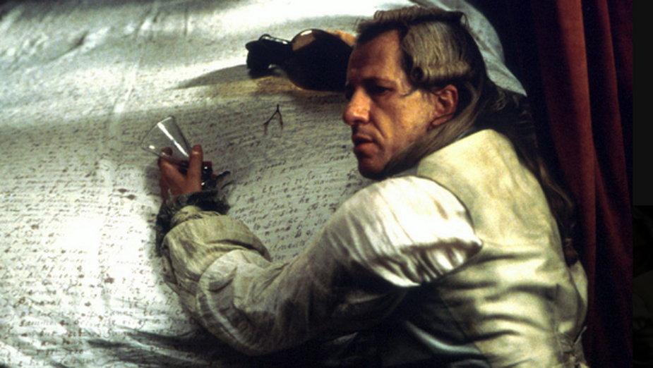 """Geoffrey Rush jako Markiz de Sade w filmie """"Zatrute pióro"""""""