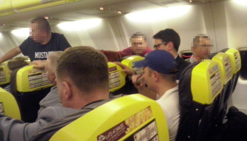 Posłowie w samolocie