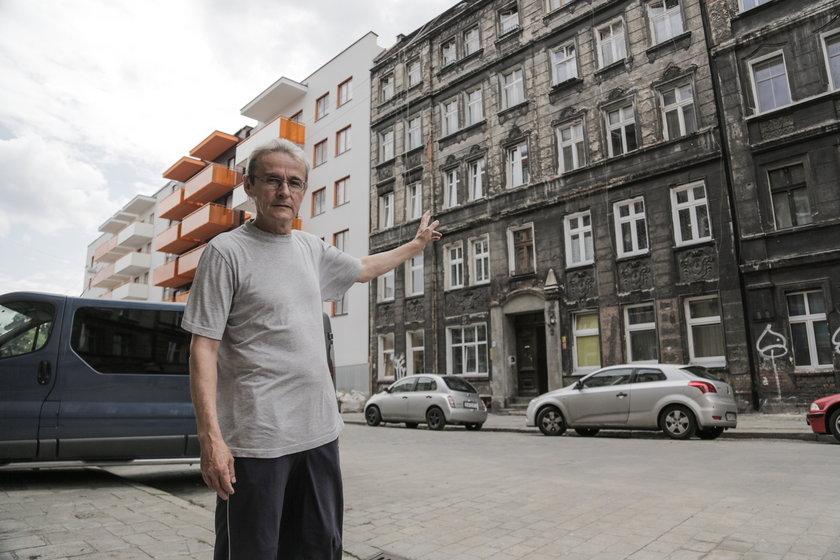 Leszek Gołębiowski, mieszkaniec kamienicy przy Brzeskiej 3 we Wrocławiu