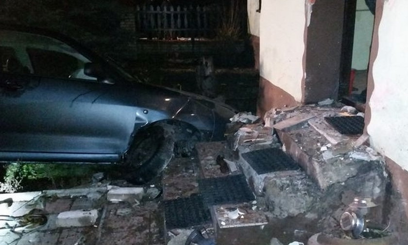 Samochód wjechał w dom w Wodzisławiu Śląskim