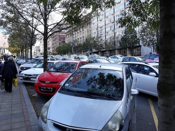Blokirana vozila u Nemanjinoj ulici