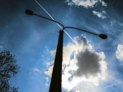 Autorzy opracowania, przygotowanego na zlecenie resortu energii, przekonują, że dzięki klastrom spadną koszty funkcjonowania gospodarstw domowych, przedsiębiorstw i samorządów