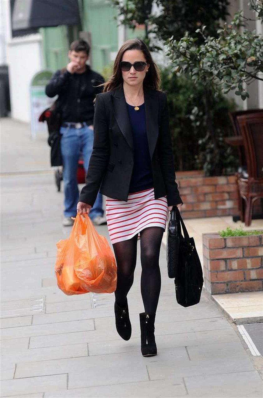 Pippa sama robi zakupy