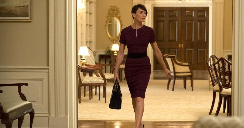 "Claire Underwood z serialu ""House of Cards"" prezentuje styl power dressing"