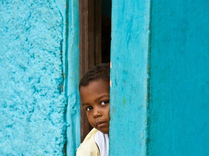 Malo selo sa Kariba krije VELIKU TAJNU: Devojčicama u pubertetu rastu PENISI
