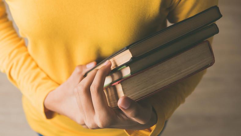 Zabierz Książkę Na Majówkę 10 Książek Które Warto