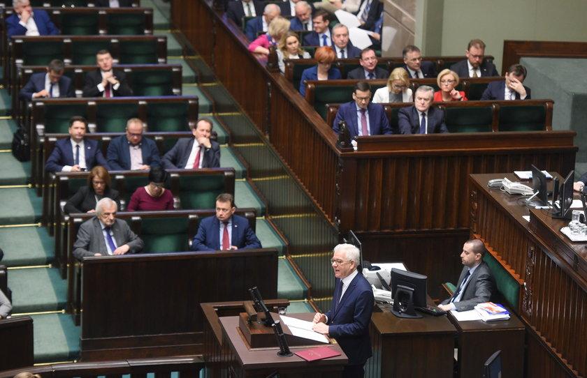 """Raport o stanie PiS: Prezes """"chorował"""", a Szydło w niełasce"""