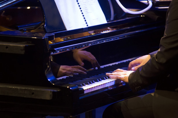 "W programie recitalu muzyka Murice Ravela - ""Jeux d'eau"", sonaty Franciszka Liszta oraz Preludia op. 28 Fryderyka Chopina."