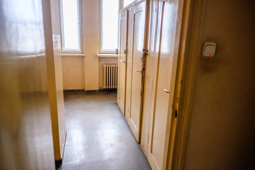 Niepełnosprawny mężczyzna przez chorobę stał się więźniem we własnym domu