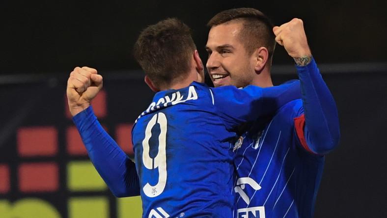 Zawodnik Wisły Płock Alan Uryga (P) cieszy się ze zdobytej bramki podczas meczu 14. kolejki piłkarskiej Ekstraklasy z Podbeskidziem Białsko-Biała