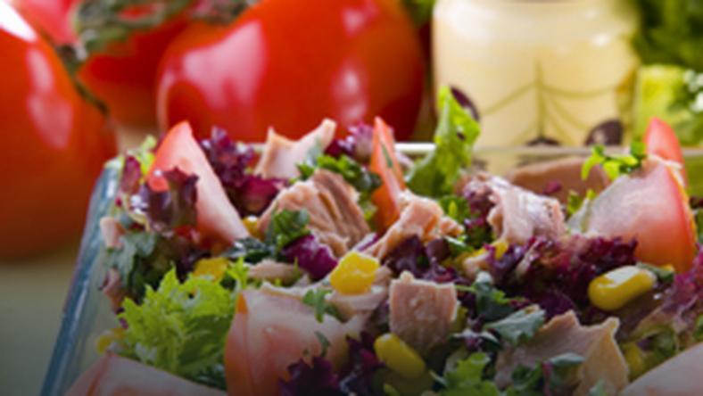 Salatka Z Tunczykiem I Kukurydza Onet Gotowanie