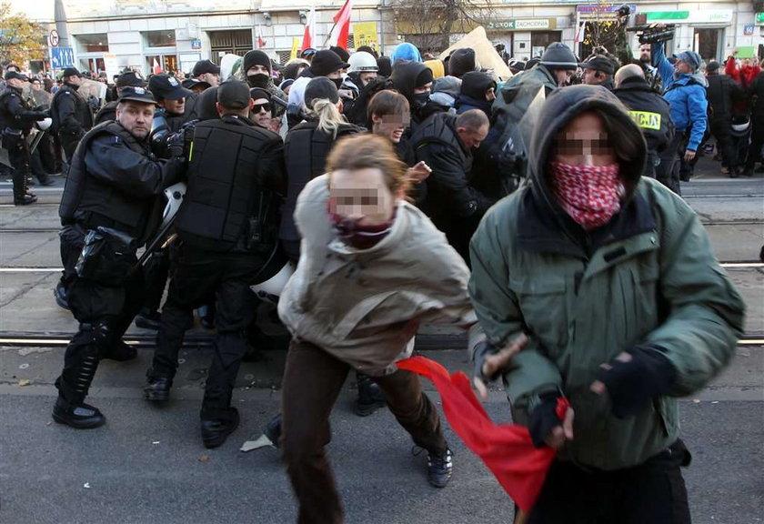 Premier ostro o anarchistach
