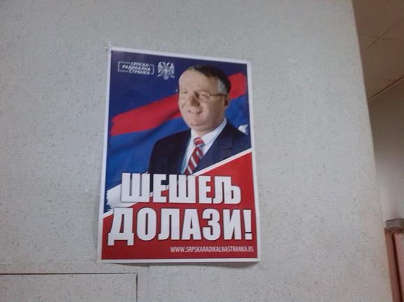 Plakati u sedištu SRS