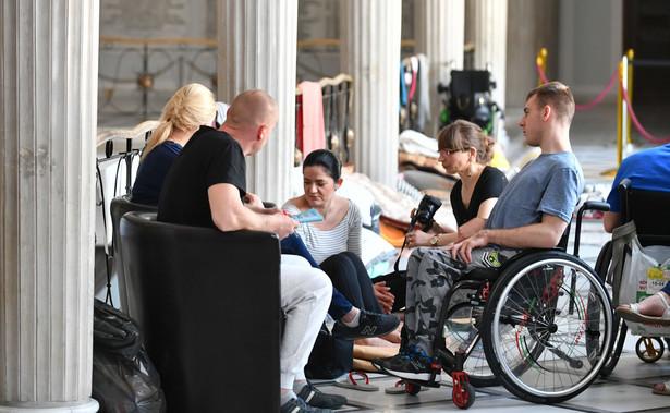 Protest rodziców osób niepełnosprwanych w Sejmie