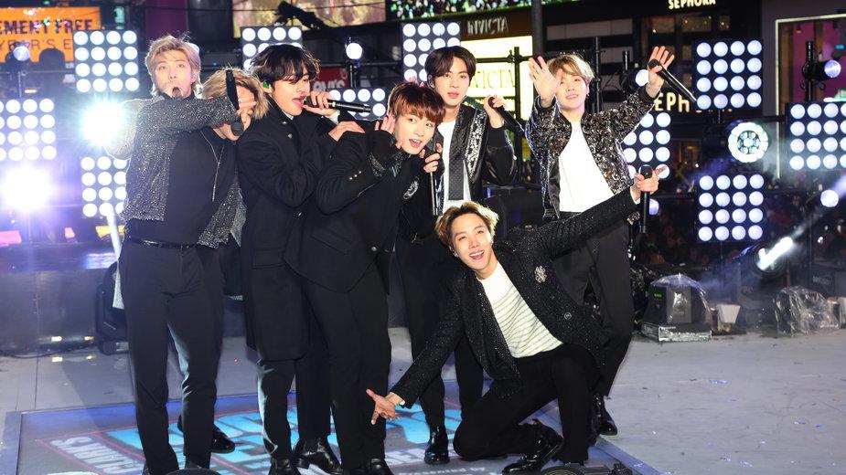 Jungkook i zespół BTS