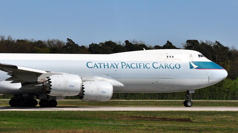Pracownicy linii lotniczych Cathay Pacific nie chcieli się zaszczepić. Zostali zwolnieni
