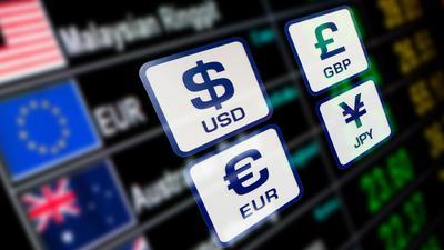 Co się dzieje ze złotym? Sprawdź aktualne kursy walut. Po ile stoi dolar, a po ile funt?