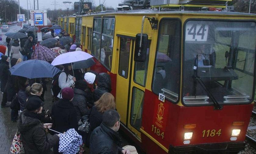 Warszawa, tramwaj, rozkład, 44, tłok, przystanek