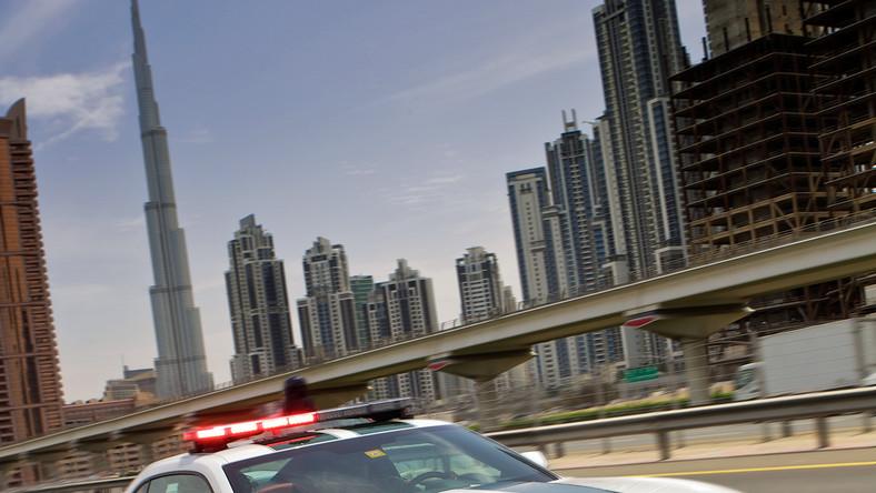 Nowa bestia w barwach policji Zjednoczonych Emiratów Arabskich. Chevrolet camaro SS dołączył do floty pojazdów policyjnych w Dubaju, stając się tym samym pierwszym modelem camaro wykorzystywanym przez policję na Bliskim Wschodzie.