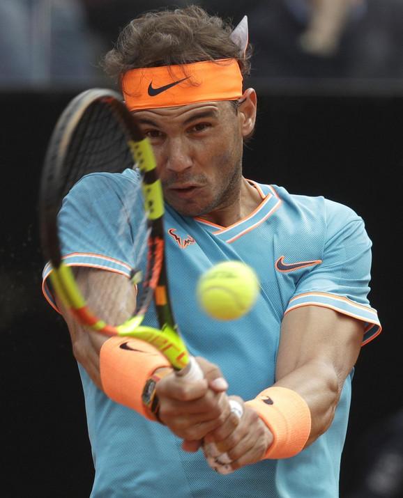 Rafael Nadal tokom borbe za rimsku titulu sa Novakom Đokovićem