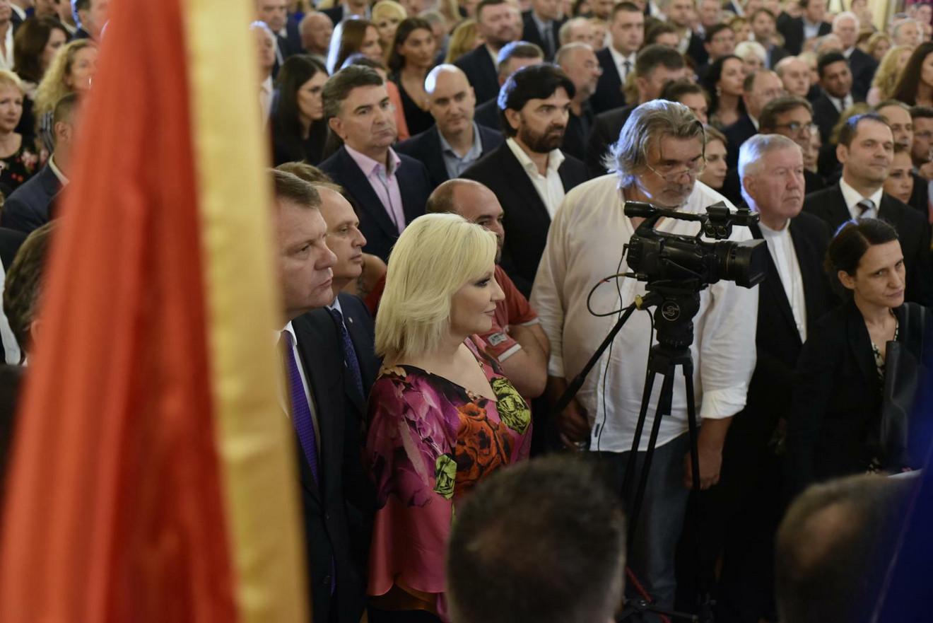 Potpredsednica Vlade i ministarka građevinarstva, saobraćaja i infastrukture Zorana Mihajlović u šarenom modnom izdnaju