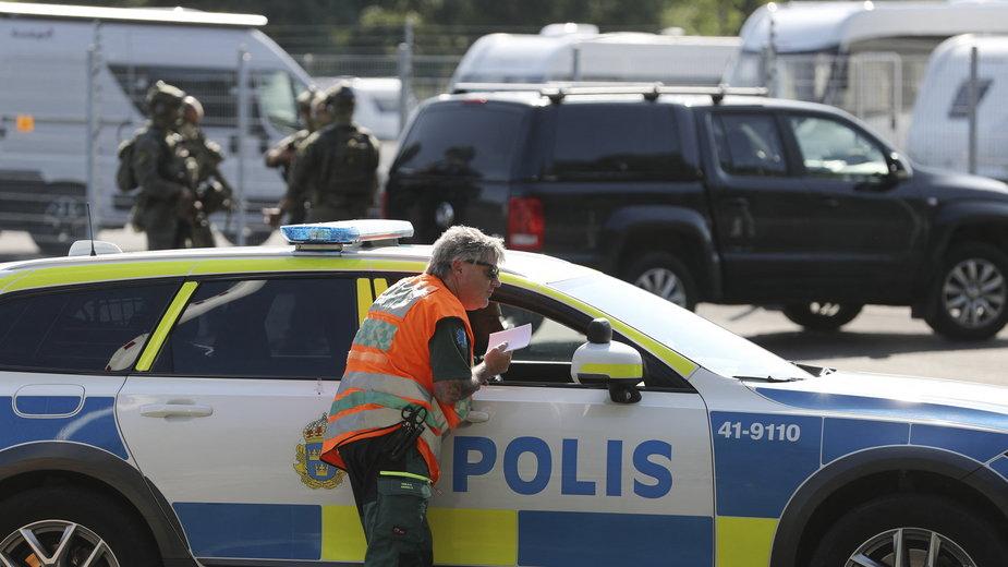 Szwecka policja czeka na rozwój wydarzeń po tym, jak dwóch więźniów zbiegło z aresztu biorać zakładników