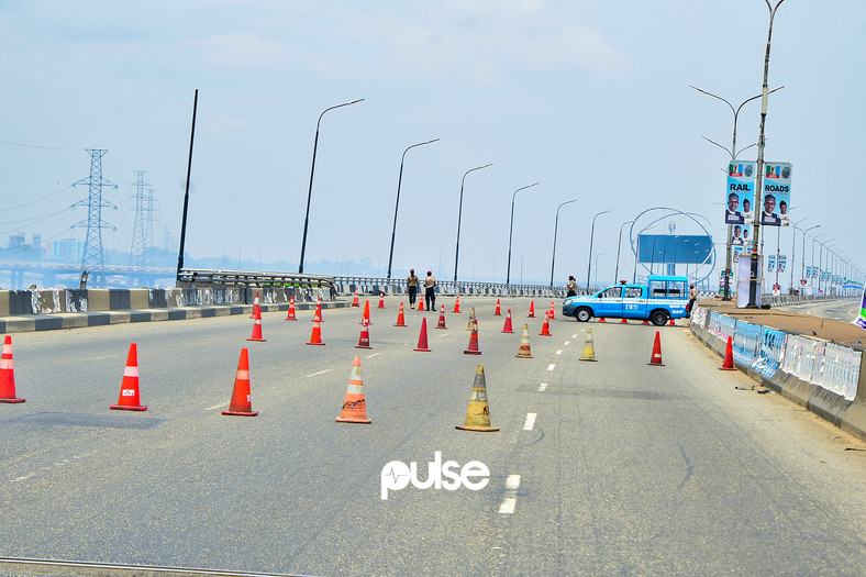 Lagos State Traffic Management Authority (LASTMA) officers place cones on the Third Mainland Bridge (Pulse)