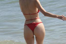 Šokirala je ceo svet kada joj je na dodeli Ostaka međunožje ispalo na crvenom tepihu, a ovog bikinija pocrveneće i najsmelije!