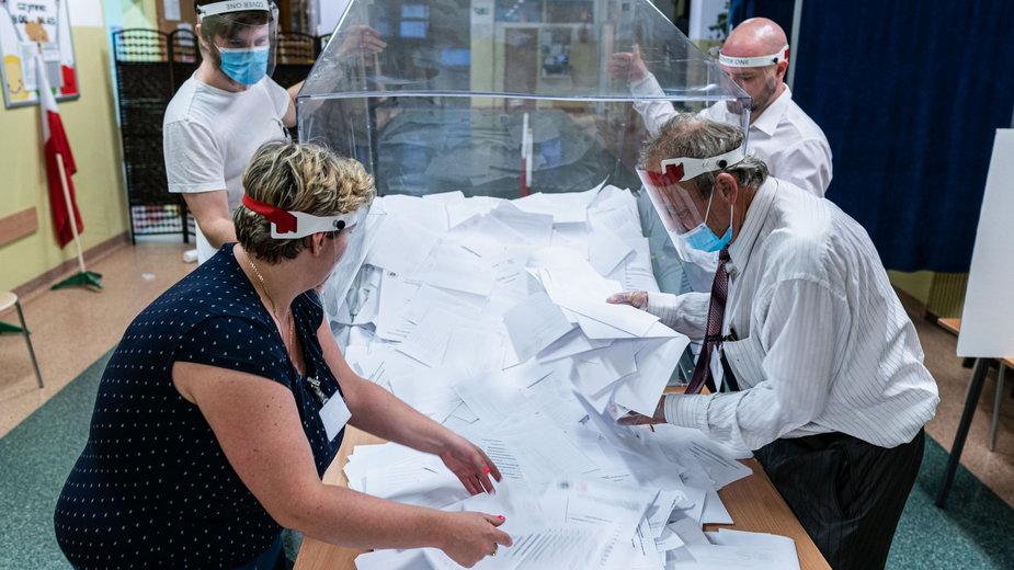 28.06.2020 Wroclaw Wybory prezydenckie 2020, otwarcie urn wyborczych