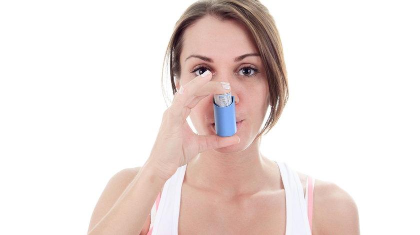Podczas burzy miej pod ręką inhalator z lekiem, dzięki któremu rozszerzone zostaną oskrzela i unormuje się oddech.