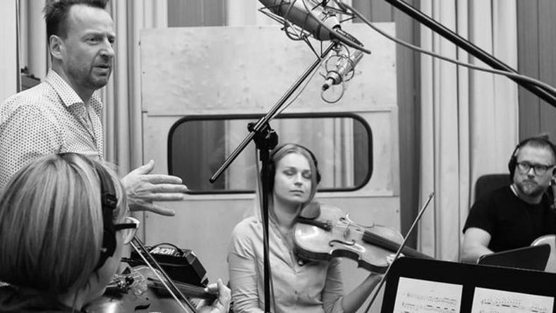"""Wybitni polscy muzycy tworząc piosenkę """"Rozbitkowie"""", włączyli się w akcję pomocy ofiarom wojny w Syrii"""