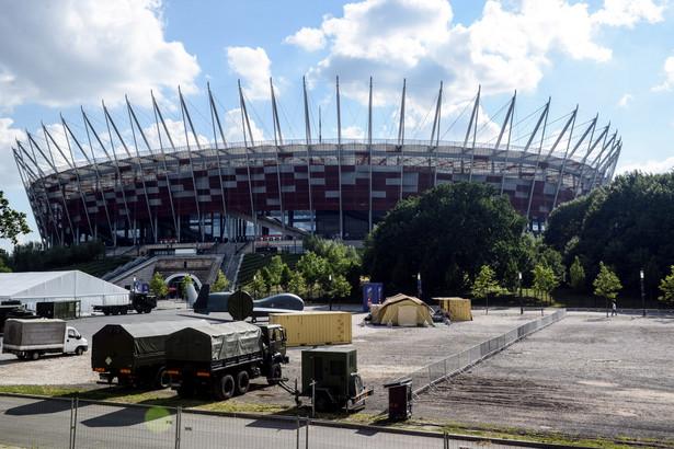 Okolice stadionu PGE Narodowy w Warszawie. Trwają przygotowania do zbliżającego się szczytu NATO
