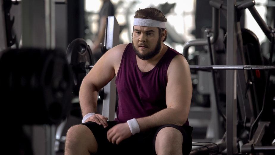 Czy nadmiar tkanki tłuszczowej utrudnia budowę masy mięśniowej?