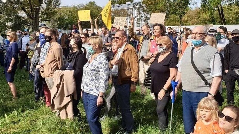 Kilka dni temu na Kamionku odbył się protest przeciwko handlowi terenami zielonymi