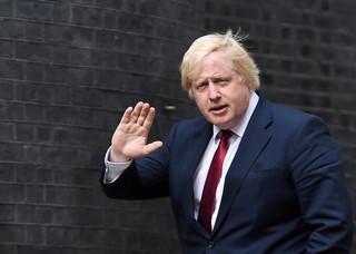 Niemiecka prasa krytycznie o Borisie Johnsonie - 'śmieciarz pani premier'