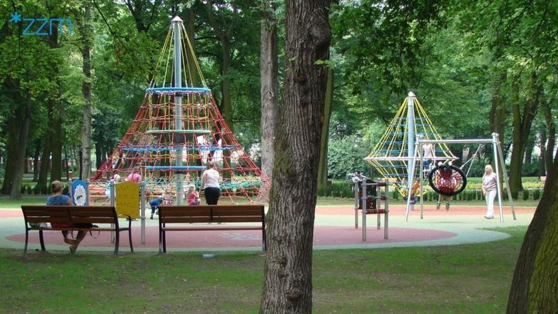 W parku zbudowano zupełnie nowy plac zabaw