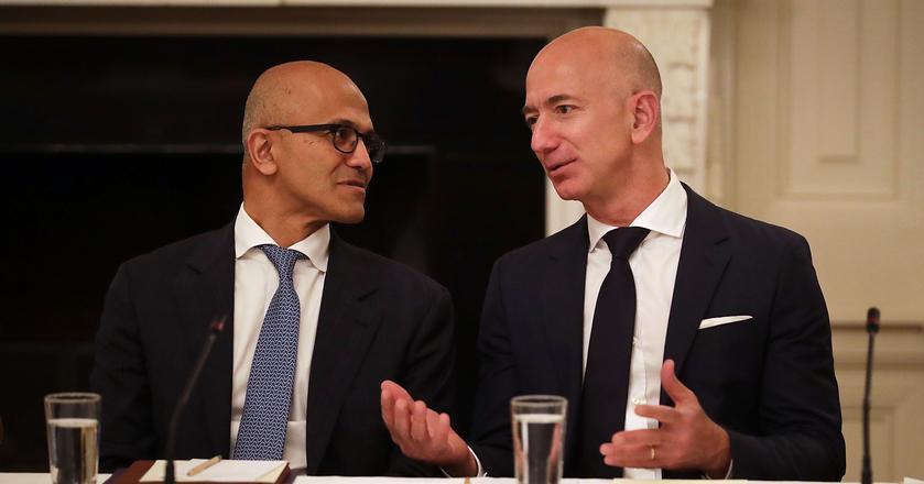 CEO Microsoftu Satya Nadella i CEO Amazona Jeff Bezos obaj podpisali list przeciwko polityce Trumpa