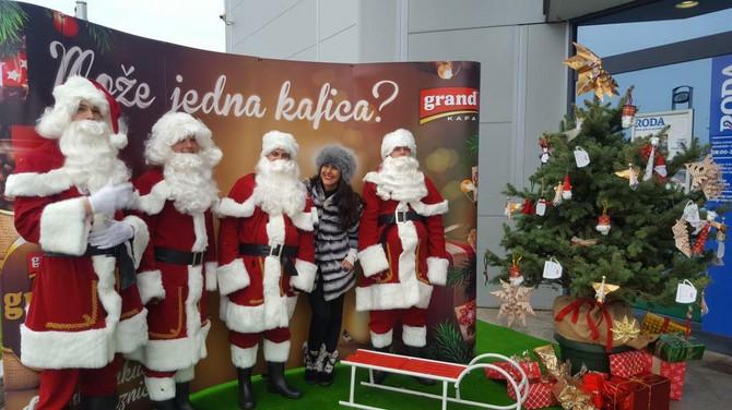 Deda Mraz svuda stiže
