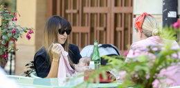Lewandowska daje przykład innym mamom. Karmi piersią w kawiarni