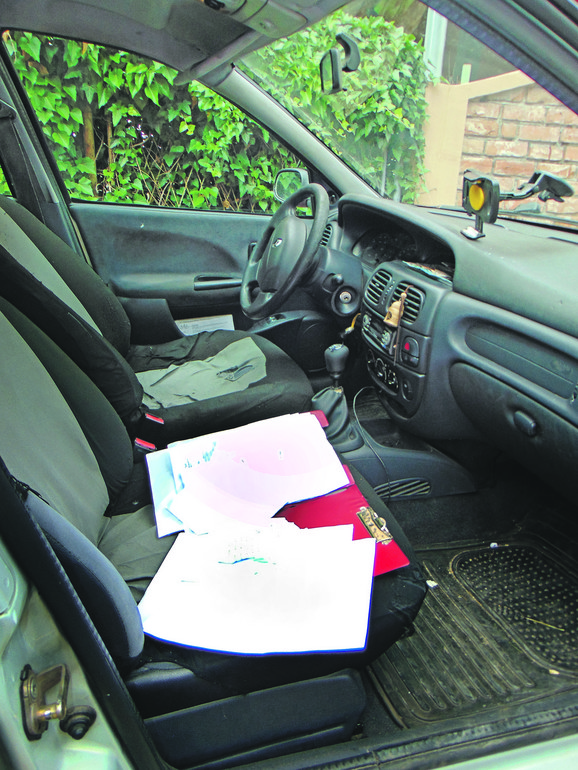 Lopovi iz taksi vozila uzeli taksimetar, a tablet bacili kroz prozor