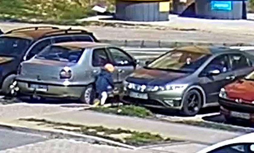 Pięcioletni chłopiec na rowerku wjechał wprost pod koła samochodu. Nagranie