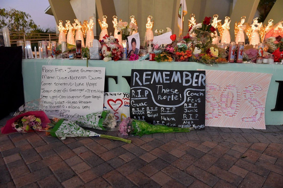 Sveće i poruke za žrtve masakra