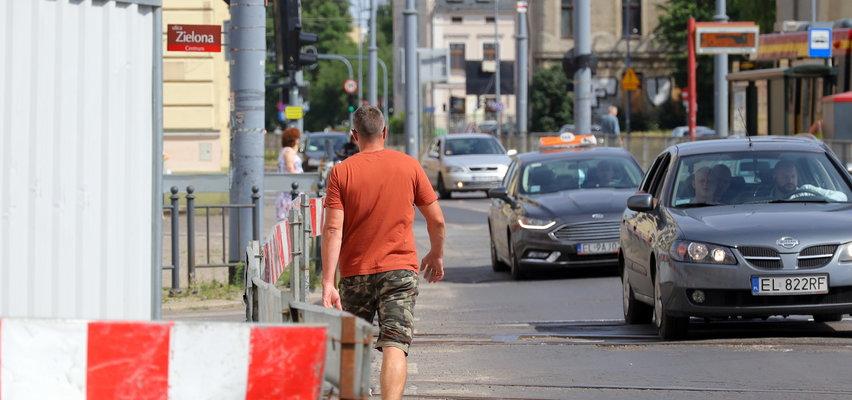 Fakt apeluje do urzędników z Łodzi: Zróbcie wygodne przejście obok budowy stacji Śródmieście