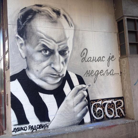 Mural sa likom Duška Radovića pre nego što je uništen