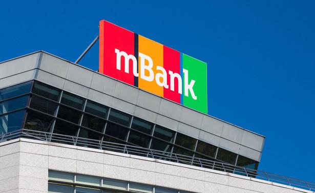 mBank poinformował, że w ramach pozwów indywidualnych 2.498 postępowań o łącznej wartości sporu w wysokości 369 mln zł dotyczyły klauzul waloryzacyjnych i zawierały roszczenia dotyczące orzeczenia częściowej nieważności umów kredytowych.
